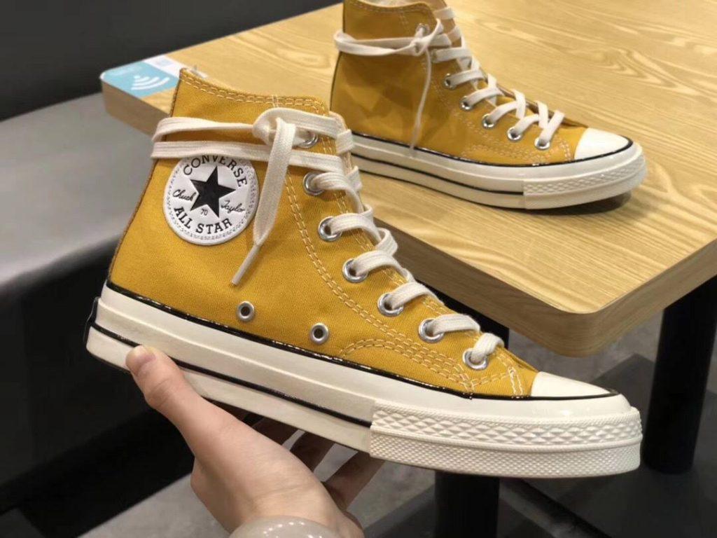 Giày Converse màu vàng