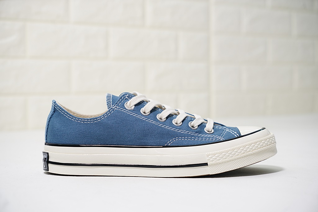 converse màu xanh navy