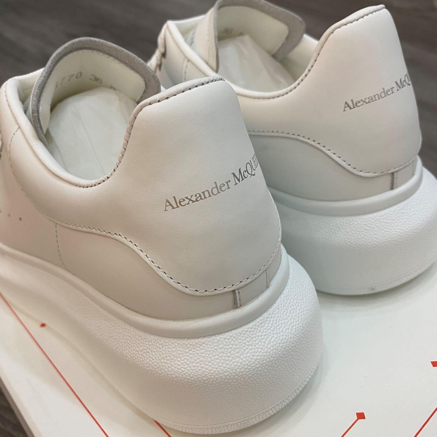Giày Alexander McQueen mũi kim loại