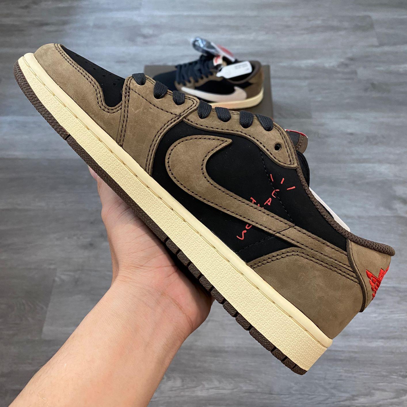 Nike Jordan1 Low Travis Scott