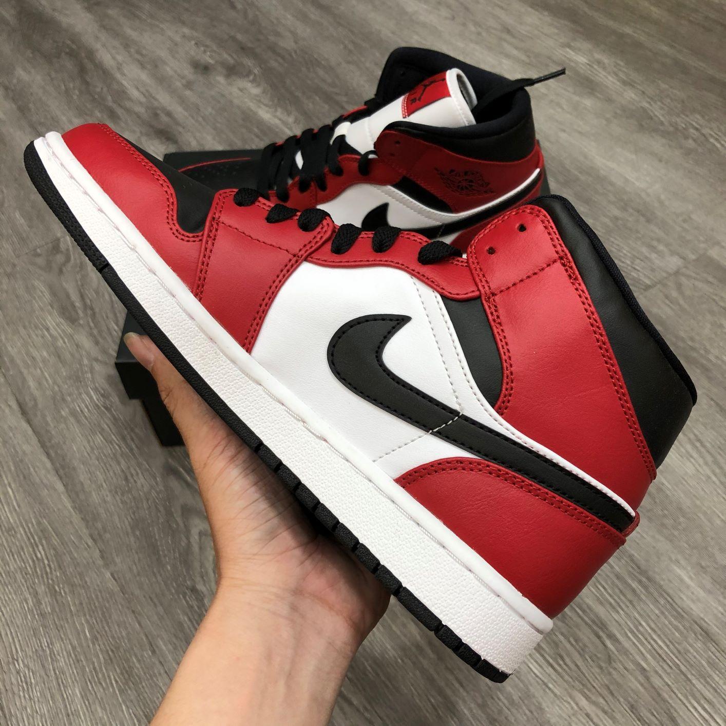 Giày Nike Jordan1 Mid Chicago Toe